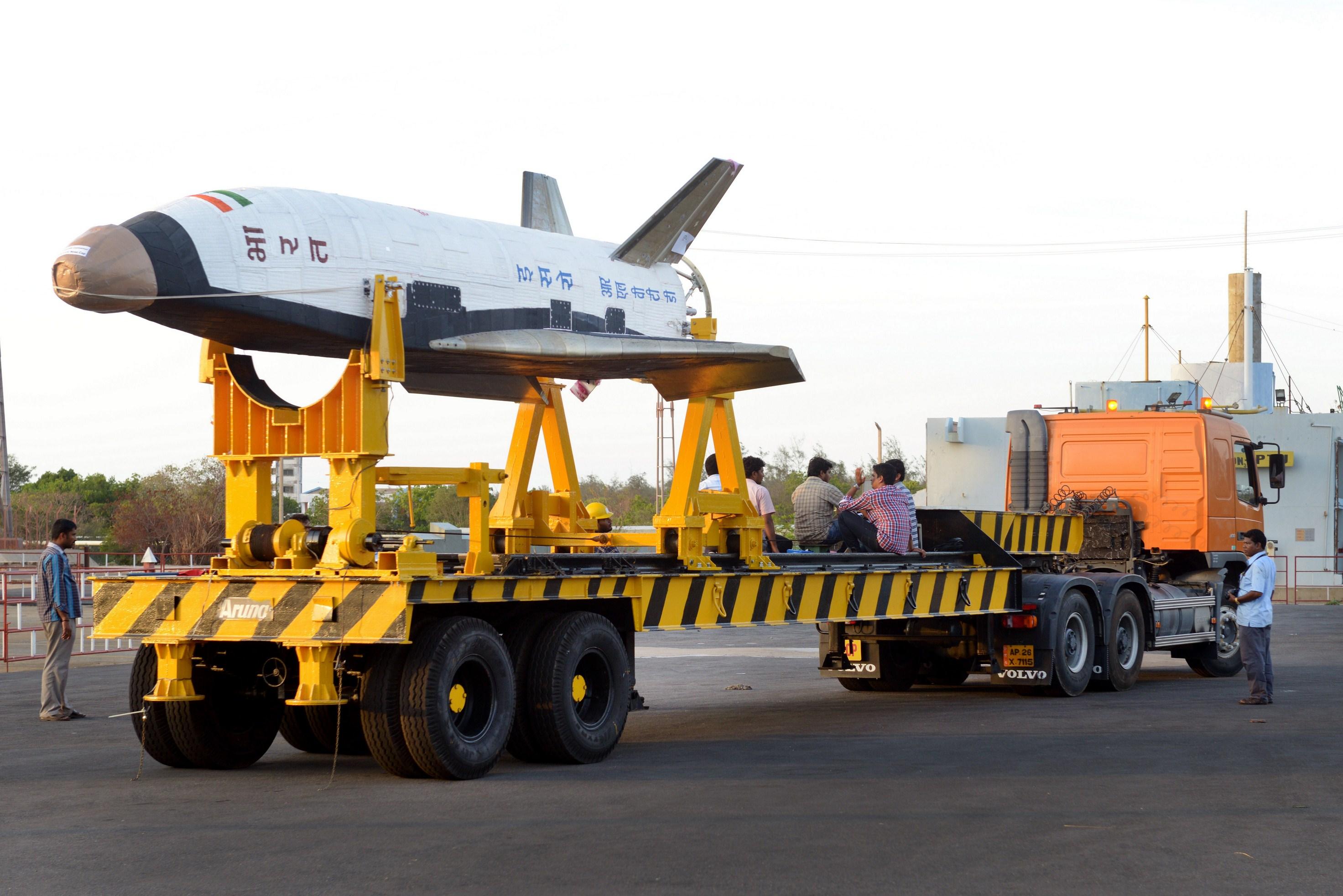 印度首次试射可重复使用的航天飞机